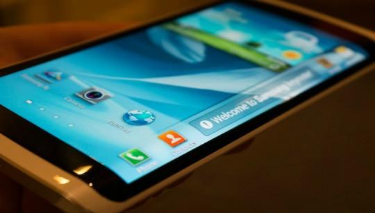Samsung Celular con Pantalla Curva