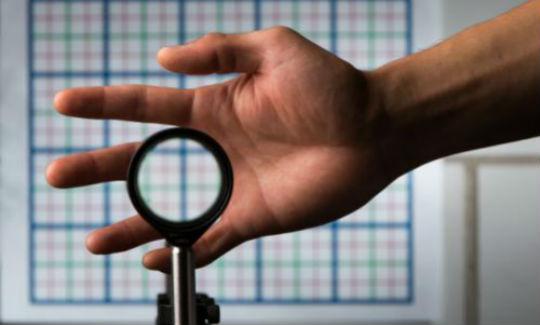 Logran la invisibilidad usando solo un par de lentes